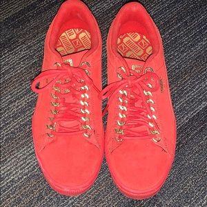 Red Pumas